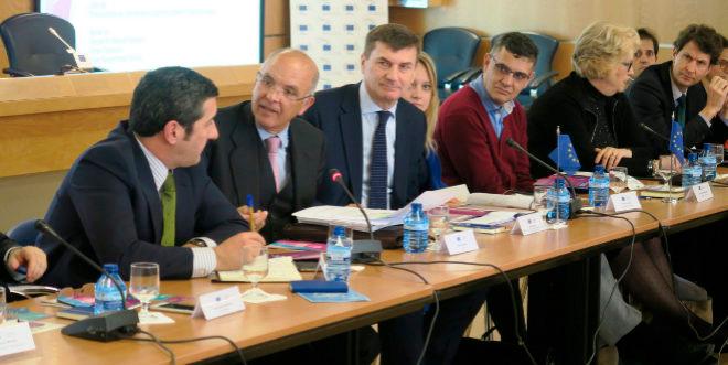 De izquierda a derecha, D. Enrique Medina, D. Manuel Gago, D. Andrus Ansip, Vivian Loonela y D. Isidro Laso. (Imagen: El Mundo).